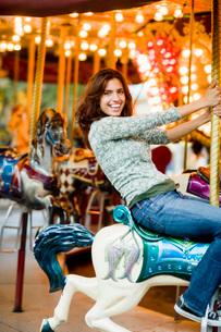 Woman riding on carouselの写真素材 [FYI01993309]
