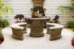 Outdoor Dining Area with Tuscan Styleの写真素材 [FYI01993443]