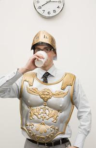 Businessman wearing gladiator armorの写真素材 [FYI01993485]