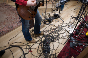 Tangled guitar and amplifier cordsの写真素材 [FYI01993545]