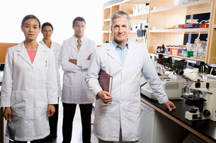 scientists in laboratoryの写真素材 [FYI01993659]