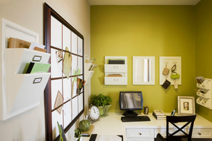Contemporary Home Office in Greenの写真素材 [FYI01993729]