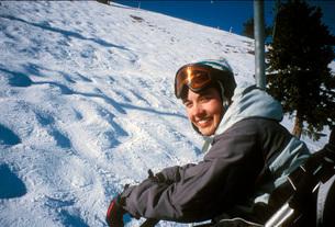 Skier riding ski liftの写真素材 [FYI01993858]