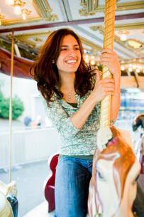 Woman riding on carouselの写真素材 [FYI01994093]