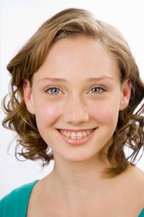 Close up of girl wearing retainerの写真素材 [FYI01994580]