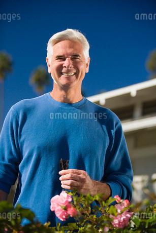 Senior man gardeningの写真素材 [FYI01994815]