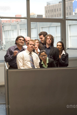people crammed into tiny cubicleの写真素材 [FYI01994906]