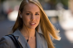 Businesswoman in headsetの写真素材 [FYI01994990]