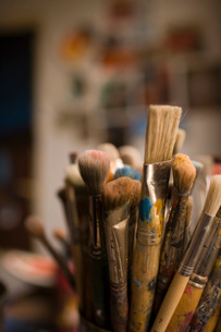 Bucket of paintbrushesの写真素材 [FYI01995021]