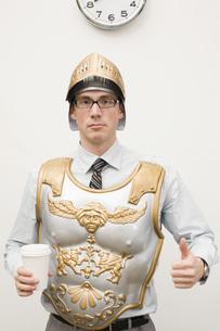Businessman wearing gladiator armorの写真素材 [FYI01995150]