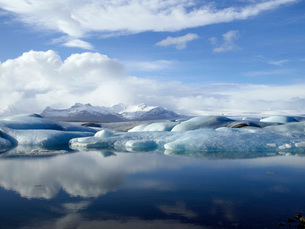 Tranquil scene of ice and lakeの写真素材 [FYI01995155]