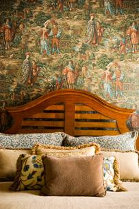 Bed Headboard with Unique Wallpaperの写真素材 [FYI01995423]