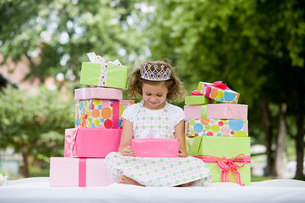 Girl with stacks of giftsの写真素材 [FYI01995502]