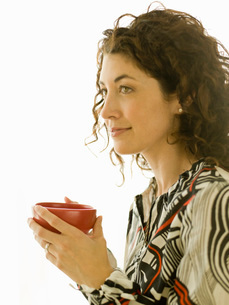 Woman having a cup of coffeeの写真素材 [FYI01995544]