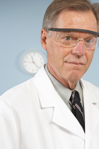 scientist with protective eye wearの写真素材 [FYI01995676]