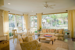 Living room with dining areaの写真素材 [FYI01995773]