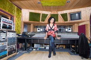 Recording artist sittingの写真素材 [FYI01995959]