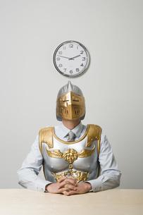 Businessman wearing gladiator armorの写真素材 [FYI01996041]