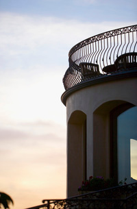 Upper Level Balcony at Sunsetの写真素材 [FYI01996437]