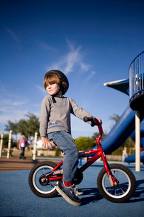 Young boy riding bicycle in playgroundの写真素材 [FYI01996522]