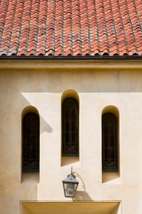 Three Arched Windows and Tiled Roofの写真素材 [FYI01996525]