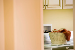 Laundry Room with Basket of Towelsの写真素材 [FYI01996568]