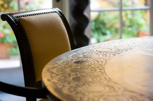 Detail of dining room tableの写真素材 [FYI01996599]