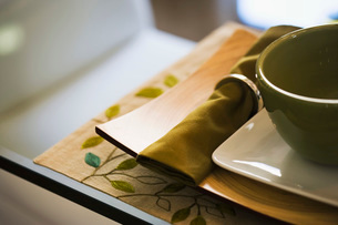 Table Setting with Green Bowl and Napkinの写真素材 [FYI01996611]