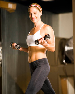 Woman lifting weightsの写真素材 [FYI01996733]
