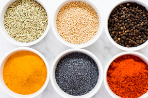 Close up of multicolor spices in bowlsの写真素材 [FYI01996847]