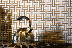 Steel Teapot on Stove with Tile Backsplashの写真素材 [FYI01996897]