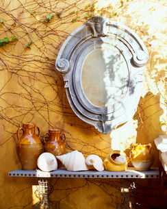 Tuscan Style Mirror and Potteryの写真素材 [FYI01997085]