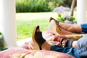 Detail of Feet of Women Relaxingの写真素材 [FYI01997171]