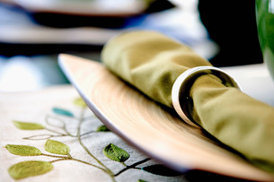 Place Setting on Leaf Placematの写真素材 [FYI01997184]