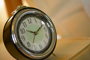 Close up of old-fashioned alarm clockの写真素材 [FYI01997278]