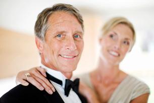 Portrait of couple in evening wearの写真素材 [FYI01997330]