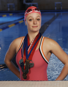 Female swimmer wearing medalsの写真素材 [FYI01997478]