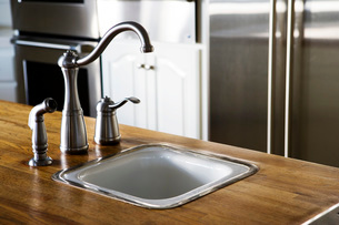 Chrome Kitchen Sink Faucetの写真素材 [FYI01997537]