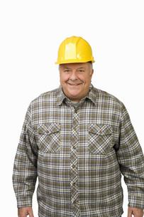 man wearing hard hatの写真素材 [FYI01997581]