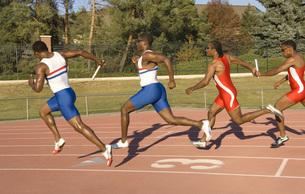 Runners racing on outdoor trackの写真素材 [FYI01997624]