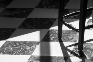 Black and White Tiled Floor with Chairsの写真素材 [FYI01997649]
