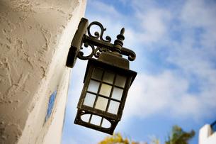 Wrought Iron Outdoor Lampの写真素材 [FYI01997668]