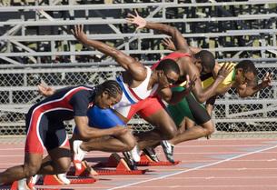Runners starting to raceの写真素材 [FYI01997713]