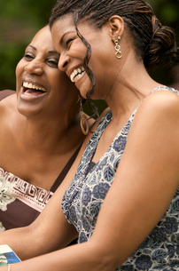 African women laughingの写真素材 [FYI01997724]
