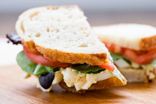 Close up of egg salad sandwichの写真素材 [FYI01997858]