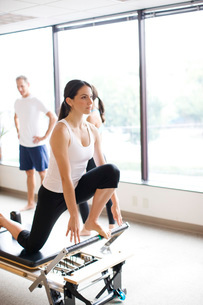 Woman working out on pilates equipmentの写真素材 [FYI01997930]
