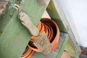 Gardening Trowel and Plant Potsの写真素材 [FYI01997966]