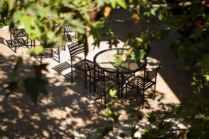 View from Above Outdoor Dining Areaの写真素材 [FYI01997977]