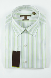 Striped men's dress shirt with tagの写真素材 [FYI01997991]