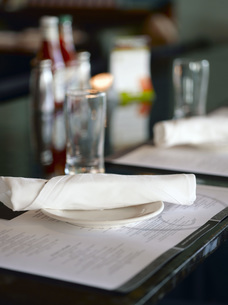 Close up of restaurant place settingの写真素材 [FYI01998116]